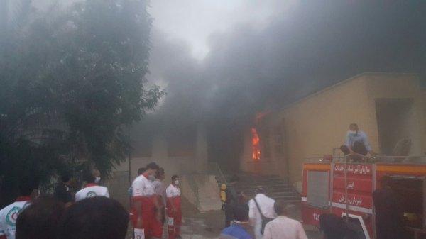 بيمارستان 17 شهريور برازجان در آتش سوخت + تصاویر