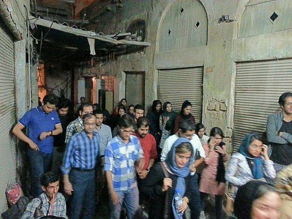 تصاویر پیاده روی شبانه دوستداران بافت قدیم و تاریخی بوشهر