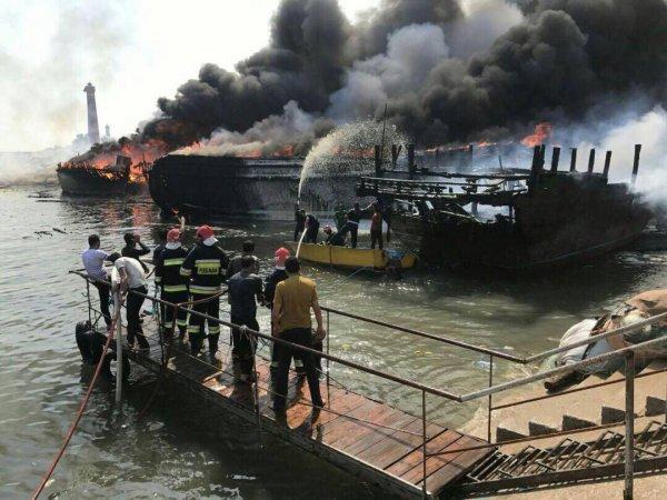 تصاویر آتش سوزی اسکله کنگان